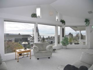 """Photo 3: 1011 PARKER Street: White Rock House for sale in """"White Rock"""" (South Surrey White Rock)  : MLS®# R2138589"""