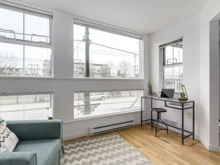 """Photo 8: 211 2105 W 42ND Avenue in Vancouver: Kerrisdale Condo for sale in """"THE BROWNSTONE"""" (Vancouver West)  : MLS®# R2151443"""