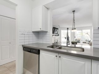 """Photo 13: 211 2105 W 42ND Avenue in Vancouver: Kerrisdale Condo for sale in """"THE BROWNSTONE"""" (Vancouver West)  : MLS®# R2151443"""