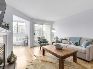 """Photo 6: 211 2105 W 42ND Avenue in Vancouver: Kerrisdale Condo for sale in """"THE BROWNSTONE"""" (Vancouver West)  : MLS®# R2151443"""