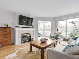 """Photo 4: 211 2105 W 42ND Avenue in Vancouver: Kerrisdale Condo for sale in """"THE BROWNSTONE"""" (Vancouver West)  : MLS®# R2151443"""