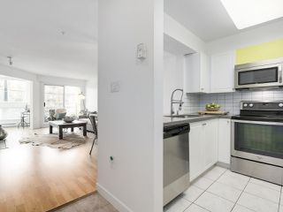 """Photo 3: 211 2105 W 42ND Avenue in Vancouver: Kerrisdale Condo for sale in """"THE BROWNSTONE"""" (Vancouver West)  : MLS®# R2151443"""