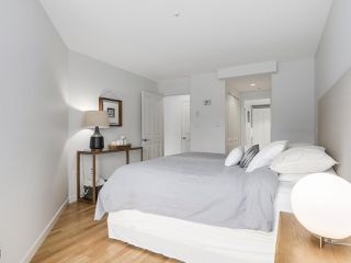 """Photo 16: 211 2105 W 42ND Avenue in Vancouver: Kerrisdale Condo for sale in """"THE BROWNSTONE"""" (Vancouver West)  : MLS®# R2151443"""
