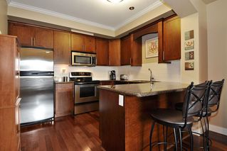 Photo 2: 215 2627 SHAUGHNESSY STREET in Port Coquitlam: Central Pt Coquitlam Condo for sale : MLS®# R2148005