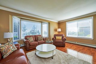 Photo 2: 1313 KENT Street: White Rock House for sale (South Surrey White Rock)  : MLS®# R2247983