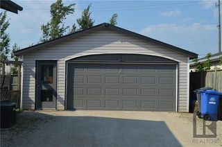 Photo 2: 223 Lynn Lake Drive in Winnipeg: Lakeside Meadows Residential for sale (3K)  : MLS®# 1822208