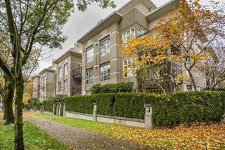 "Photo 1: 306 2161 W 12TH Avenue in Vancouver: Kitsilano Condo for sale in ""The Carlings"" (Vancouver West)  : MLS®# R2319744"