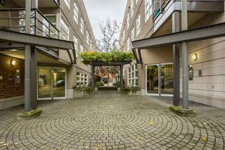 "Photo 3: 306 2161 W 12TH Avenue in Vancouver: Kitsilano Condo for sale in ""The Carlings"" (Vancouver West)  : MLS®# R2319744"