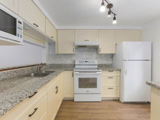 "Photo 10: 6 960 W 13TH Avenue in Vancouver: Fairview VW Townhouse for sale in ""BRICKHOUSE"" (Vancouver West)  : MLS®# R2381516"