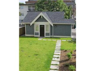 Photo 3: 1832 GREER Ave in Vancouver West: Home for sale : MLS®# V958021