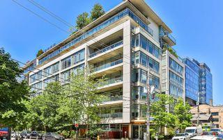 Photo 1: 702 66 Portland Street in Toronto: Waterfront Communities C1 Condo for sale (Toronto C01)  : MLS®# C4489427