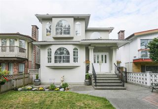 Photo 1: 2731 NANAIMO Street in Vancouver: Grandview Woodland House for sale (Vancouver East)  : MLS®# R2396523