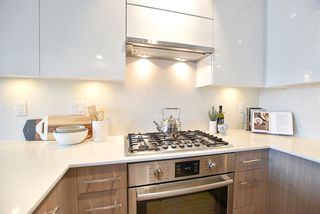 Photo 3: 403 3971 HASTINGS STREET in Burnaby: Vancouver Heights Condo for sale (Burnaby North)  : MLS®# R2388384
