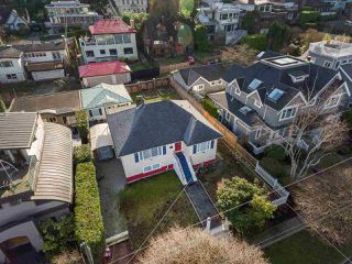"Photo 2: 4530 BELMONT Avenue in Vancouver: Point Grey House for sale in ""Point Grey"" (Vancouver West)  : MLS®# R2440130"