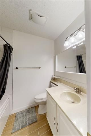 Photo 18: 19 WOODMONT Drive SW in Calgary: Woodbine Detached for sale : MLS®# C4302863