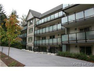 Photo 1: 104 1436 Harrison St in VICTORIA: Vi Downtown Condo for sale (Victoria)  : MLS®# 586153
