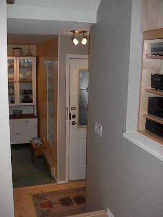 Photo 4: RENOVATED TOWNHOUSE!