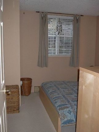 Photo 16: RENOVATED TOWNHOUSE!