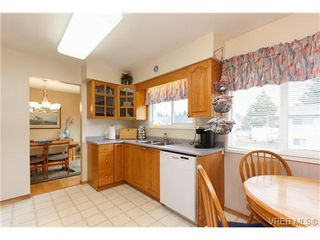 Photo 6: 4377 Columbia Drive in VICTORIA: SE Gordon Head Single Family Detached for sale (Saanich East)  : MLS®# 332121