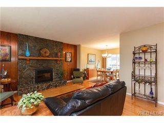 Photo 4: 4377 Columbia Dr in VICTORIA: SE Gordon Head Single Family Detached for sale (Saanich East)  : MLS®# 659753