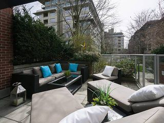 "Photo 1: 108 2228 MARSTRAND Avenue in Vancouver: Kitsilano Condo for sale in ""SOLO"" (Vancouver West)  : MLS®# V1052534"
