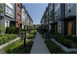 """Photo 1: 30 6868 BURLINGTON Avenue in Burnaby: Metrotown Townhouse for sale in """"METRO"""" (Burnaby South)  : MLS®# V1068449"""