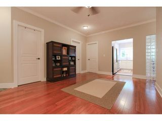 """Photo 10: 105 1630 154 Street in Surrey: King George Corridor Condo for sale in """"CARLTON COURT"""" (South Surrey White Rock)  : MLS®# F1438775"""