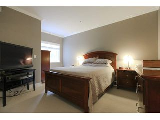 """Photo 12: 105 1630 154 Street in Surrey: King George Corridor Condo for sale in """"CARLTON COURT"""" (South Surrey White Rock)  : MLS®# F1438775"""