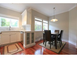 """Photo 7: 105 1630 154 Street in Surrey: King George Corridor Condo for sale in """"CARLTON COURT"""" (South Surrey White Rock)  : MLS®# F1438775"""