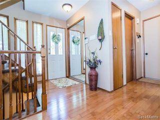 Photo 2: 323 Wathaman Place in Saskatoon: Lawson Heights Single Family Dwelling for sale (Saskatoon Area 03)  : MLS®# 577345