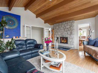 "Photo 3: 1071 GLACIER VIEW Drive in Squamish: Garibaldi Highlands House for sale in ""Garibaldi Highlands"" : MLS®# R2153078"