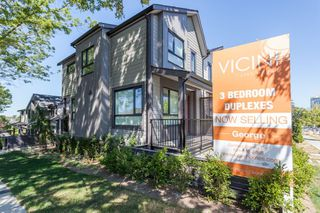 Photo 3: 5283 NANAIMO Street in Vancouver: Victoria VE Townhouse for sale (Vancouver East)  : MLS®# R2210902
