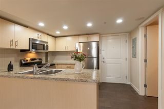 Photo 11: 702 200 KEARY Street in New Westminster: Sapperton Condo for sale : MLS®# R2237014