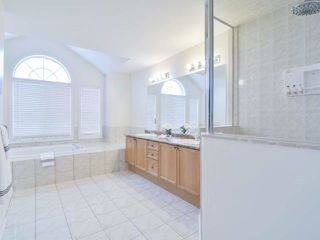 Photo 12: 1426 Pinery Cres in Oakville: Iroquois Ridge North Freehold for sale : MLS®# W4044662