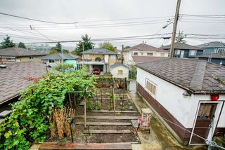 Photo 11: 1132 NOOTKA Street in Vancouver: Renfrew VE House for sale (Vancouver East)  : MLS®# R2304643
