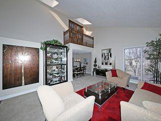 Photo 3: 99 BERNARD Court NW in Calgary: Beddington Heights Detached for sale : MLS®# C4215187