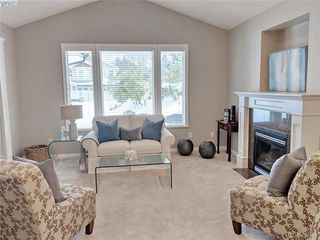 Photo 6: 1065 Violet Ave in VICTORIA: SW Strawberry Vale Single Family Detached for sale (Saanich West)  : MLS®# 807244