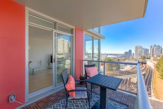 """Photo 13: 706 125 COLUMBIA Street in New Westminster: Downtown NW Condo for sale in """"NORTHBANK"""" : MLS®# R2345395"""