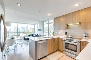 """Photo 2: 706 125 COLUMBIA Street in New Westminster: Downtown NW Condo for sale in """"NORTHBANK"""" : MLS®# R2345395"""