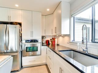 """Photo 3: 4 14045 NICO WYND Place in Surrey: Elgin Chantrell Condo for sale in """"NICO WYND ESTATES"""" (South Surrey White Rock)  : MLS®# R2348505"""