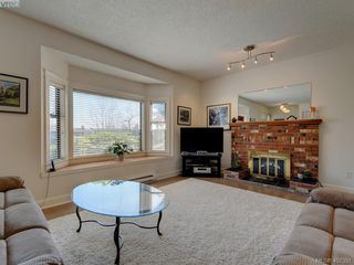 Photo 4: 1135 McBriar Ave in VICTORIA: SE Lake Hill Single Family Detached for sale (Saanich East)  : MLS®# 809509