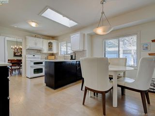 Photo 13: 1135 McBriar Ave in VICTORIA: SE Lake Hill Single Family Detached for sale (Saanich East)  : MLS®# 809509