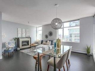 "Photo 1: 1606 1320 CHESTERFIELD Avenue in North Vancouver: Central Lonsdale Condo for sale in ""Vista Place"" : MLS®# R2355353"