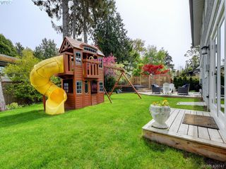 Photo 24: 953 Pattullo Place in VICTORIA: OB South Oak Bay Single Family Detached for sale (Oak Bay)  : MLS®# 408747