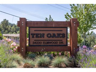 """Photo 2: 13 34230 ELMWOOD Drive in Abbotsford: Central Abbotsford Townhouse for sale in """"Ten Oaks"""" : MLS®# R2378852"""