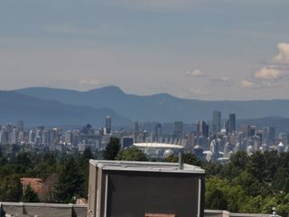 """Photo 3: 1605 3438 VANNESS Avenue in Vancouver: Collingwood VE Condo for sale in """"CENTRO"""" (Vancouver East)  : MLS®# R2385254"""