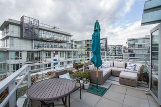 "Photo 2: 1201 88 W 1ST Avenue in Vancouver: False Creek Condo for sale in ""The One"" (Vancouver West)  : MLS®# R2460479"