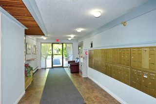"""Photo 5: 402 10662 151A Street in Surrey: Guildford Condo for sale in """"Lincoln's Hill"""" (North Surrey)  : MLS®# R2520594"""