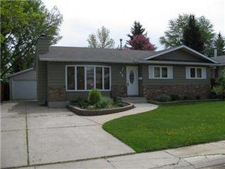 Main Photo: 42 Schwager Crescent in Saskatoon: Wildwood Single Family Dwelling for sale (Saskatoon Area 01)  : MLS®# 401703