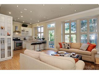 """Photo 2: 875 W 24TH Avenue in Vancouver: Cambie House for sale in """"DOUGLAS PARK"""" (Vancouver West)  : MLS®# V1057982"""